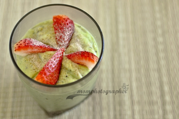 ewa samples, avocado-kiwi-banana smoothie-4