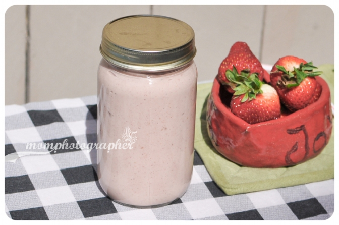ewa samples, leftover oatmeal and strawberry smoothie-6