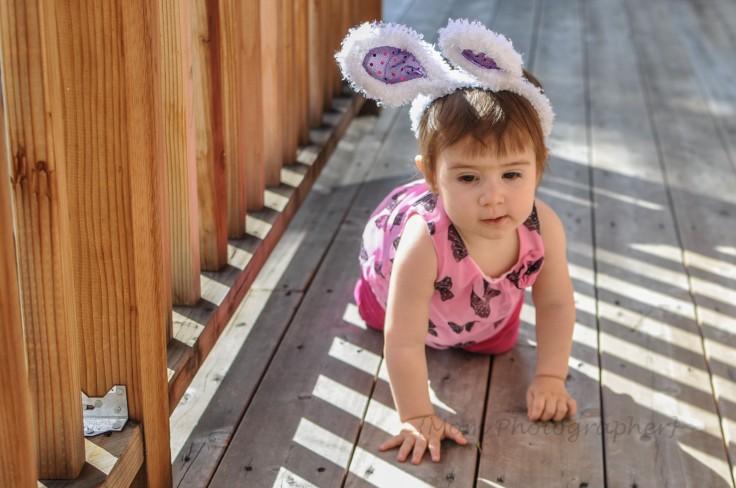 mom-photographer-bunny-ears-kid-costume