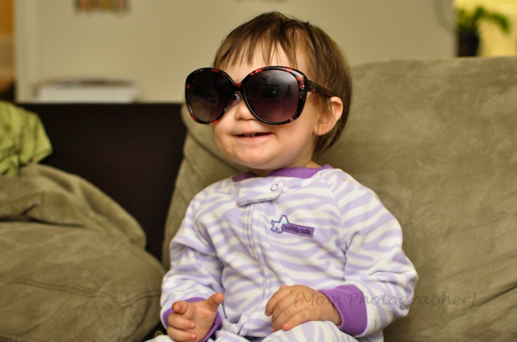 baby-in-sunglases-mom-photographer