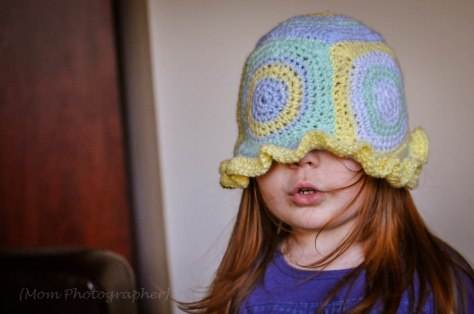 mom-photograher-granny-squares-hat