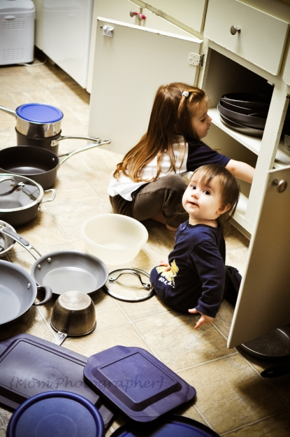 mom-photographer-kids-in-the-kitchen
