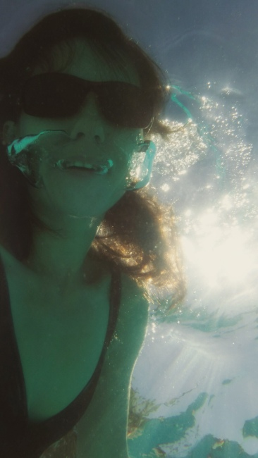 underwater selfie, mom photographer, ewa samples
